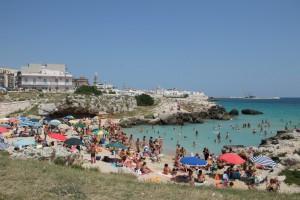 Petite plage bondée à Monopoli