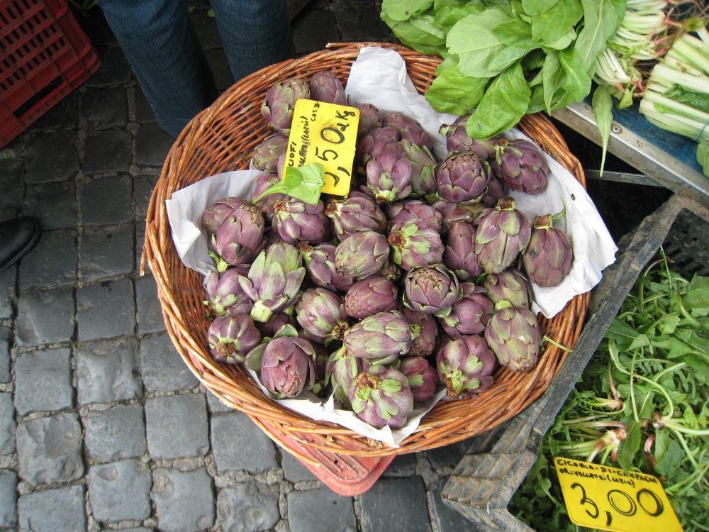 Artichauds du Latium sur un marché romain