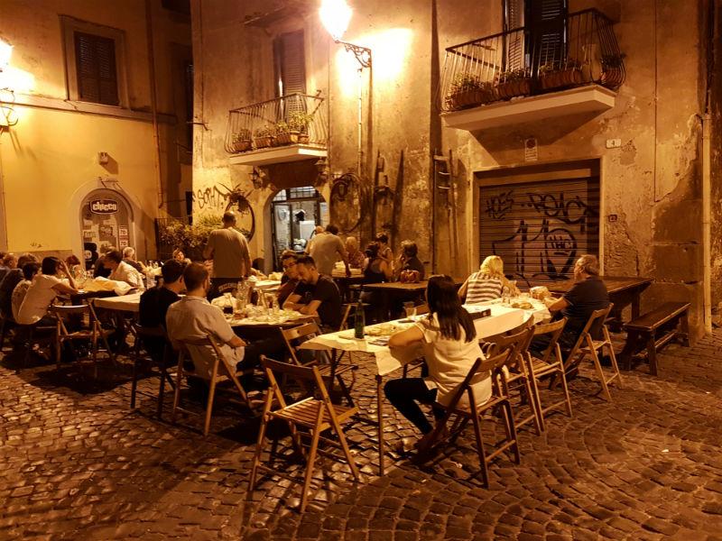 Dîner typique dans les rues de Frascati