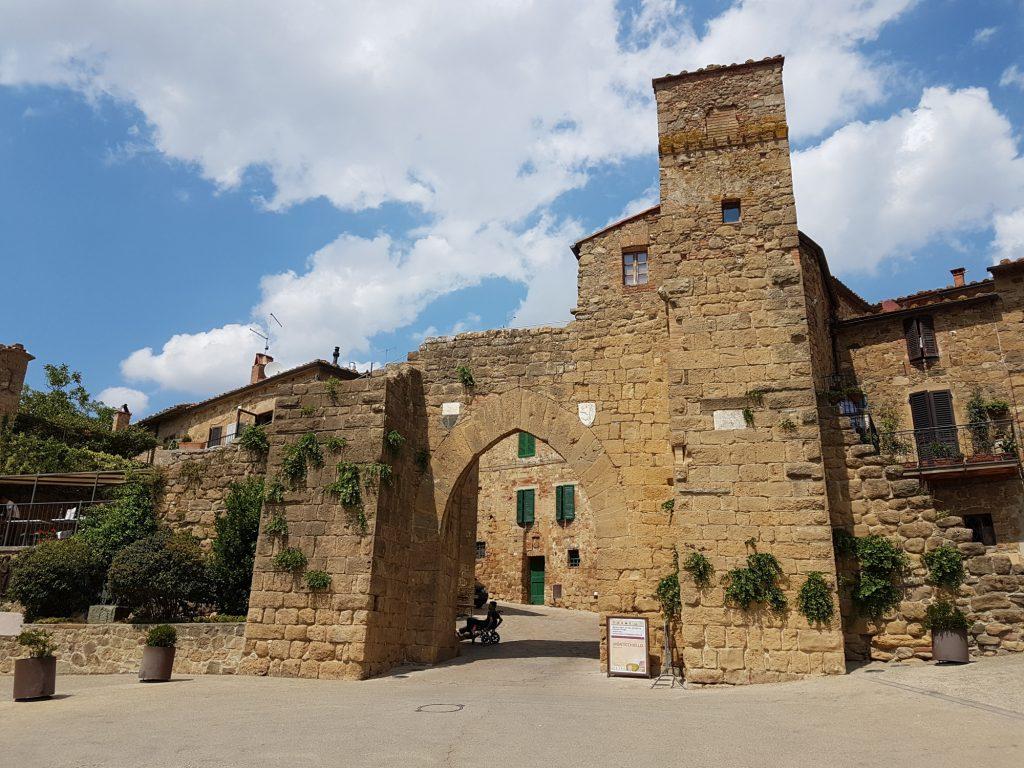 Monticchiello, entrée du village
